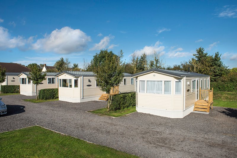 Popular Caravan Park ideal for visiting or touring the Cotswolds, location de vacances à Hillesley
