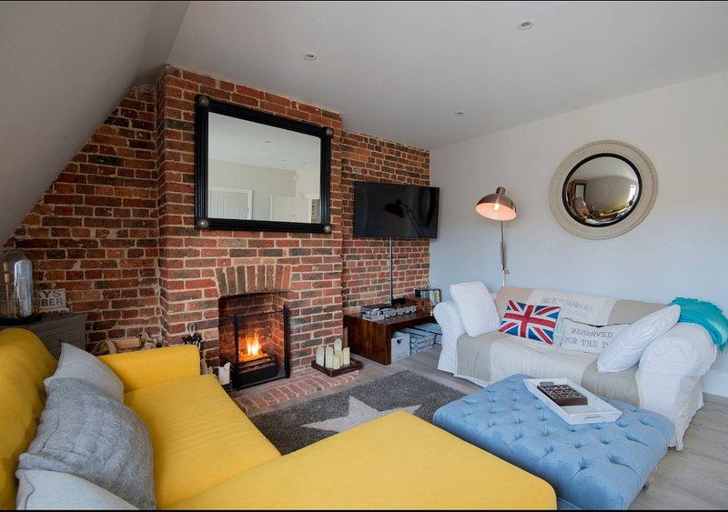 'The Loft' North Street Midhurst - Exposed brickwork many character features, holiday rental in Haslemere