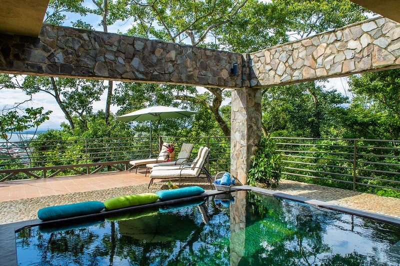Exclusive Villa Tanager Ocean View w/ AC, Private pool & terrace, holiday rental in Quepos