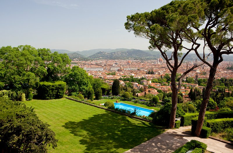 Comfortable apartment in the tuscan hills with large terrace and pool access, alquiler vacacional en Montanino