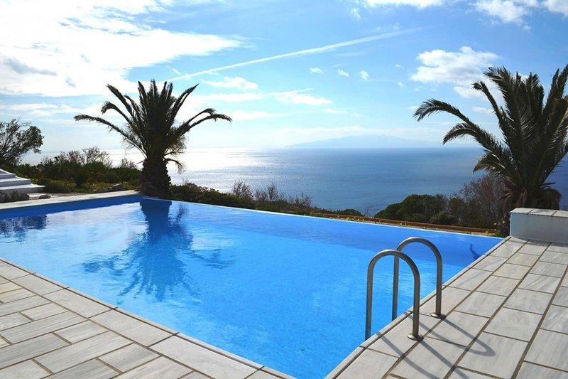Lia Bay, holiday rental in Kalafatis