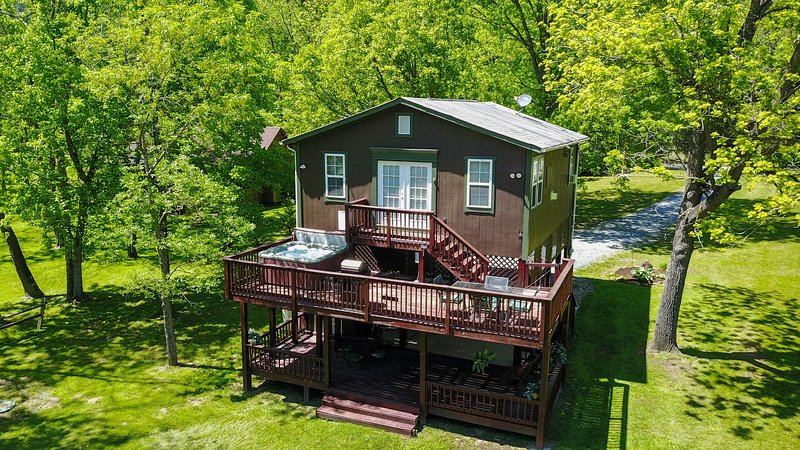 Bear Valley  Riverfront cabin on the Shenandoah River, holiday rental in Luray