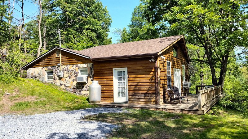 High Ridge cabin in the Blue Ridge Mountains, holiday rental in Luray