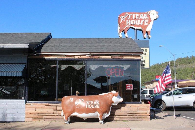 Rod's Steakhouse est une authentique Route 66. Il est ouvert depuis 1946!