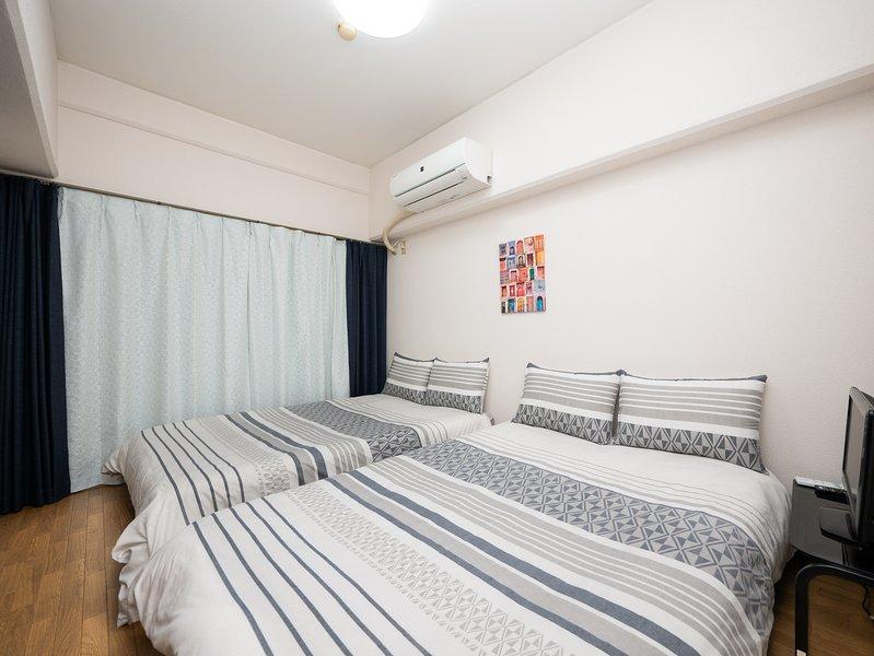 Chambre 2 avec TV: 2 lits semi-doubles, peut accueillir jusqu'à 4 personnes
