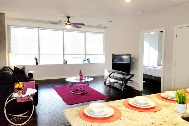 Downtown Mid Rise Fully Furnished Apt+Rooftop pool, location de vacances à Dallas