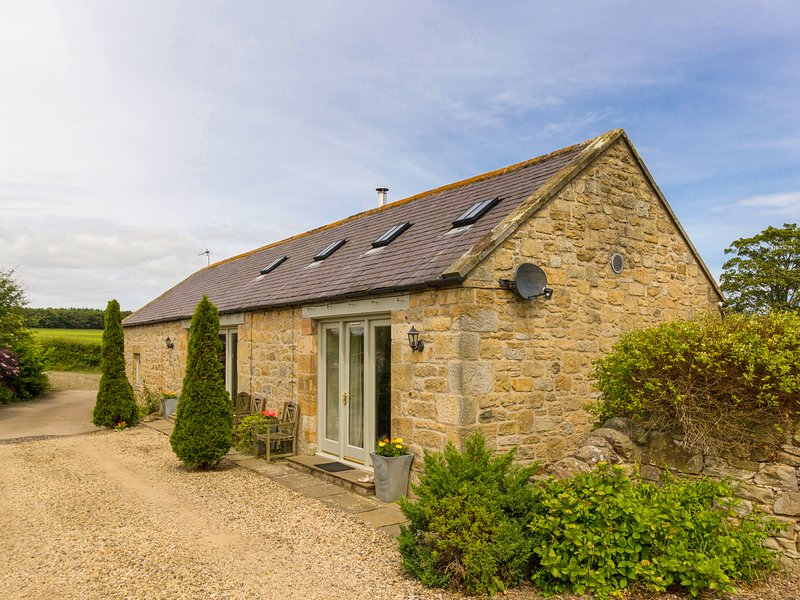 CROFT COTTAGE, family friendly, luxury holiday cottage, with a garden in, Ferienwohnung in Alnwick
