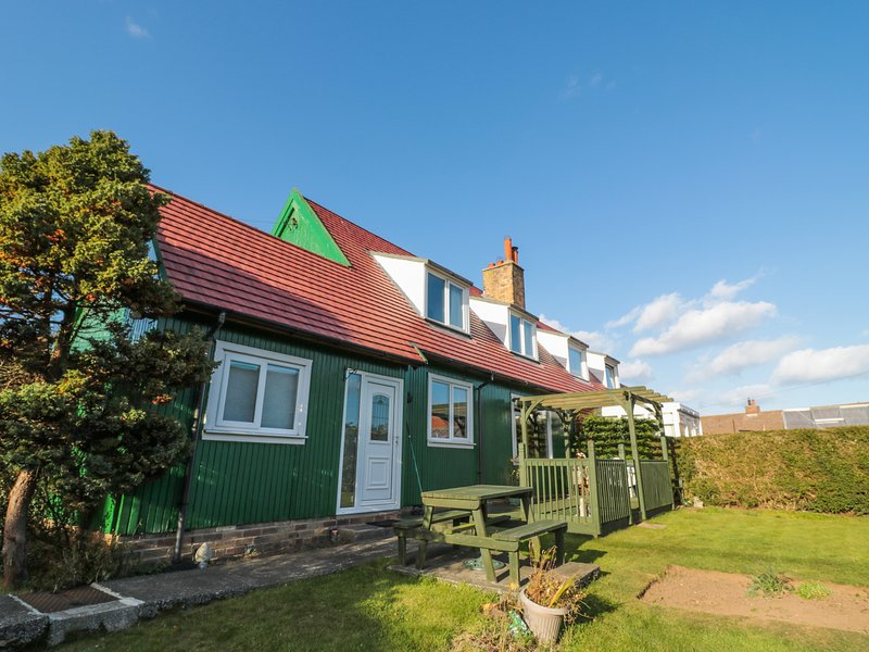 CRA-NA-GE, family friendly, with a garden in Embleton, holiday rental in Rennington