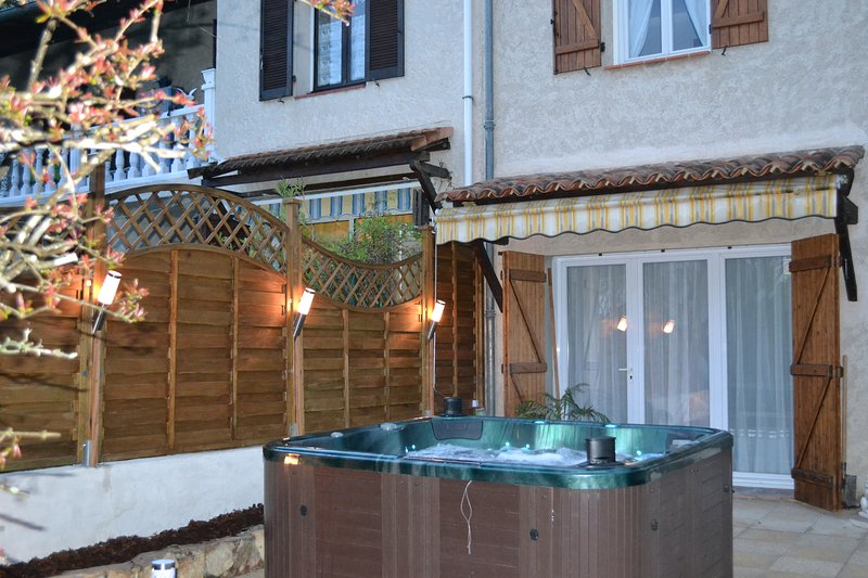 Nice apt with terrace & Wifi, holiday rental in Le Val