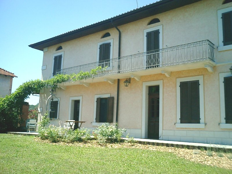 Spacious villa with garden, alquiler vacacional en Valdengo
