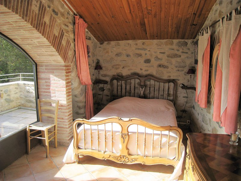 GITES ET CHAMBRE D'HOTES-Chambre d'hotes  Canigou, vacation rental in Vinca