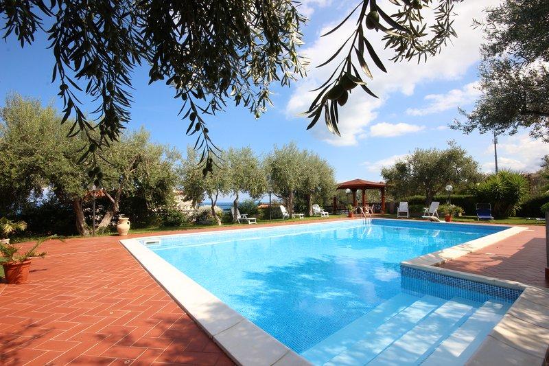 Villa  con piscina esclusiva a 5 minuti dal mare, holiday rental in Bolognetta