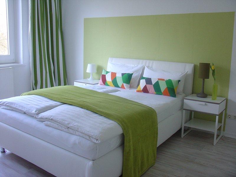 Ladys only - zentral - Privatzimmer mit Doppelbett., vacation rental in Hamburg