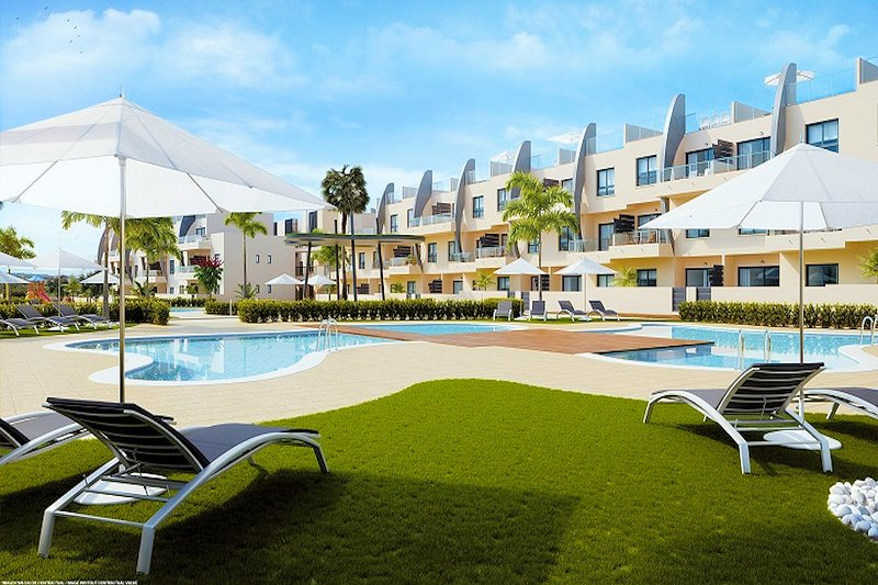 Luxury bungalow with rooftop terrace, 5 min to the beach, aluguéis de temporada em Torre de la Horadada