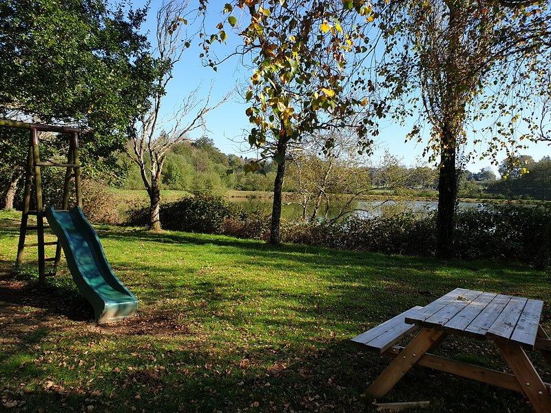 O Parque das Roussinas. Playground e churrasqueira