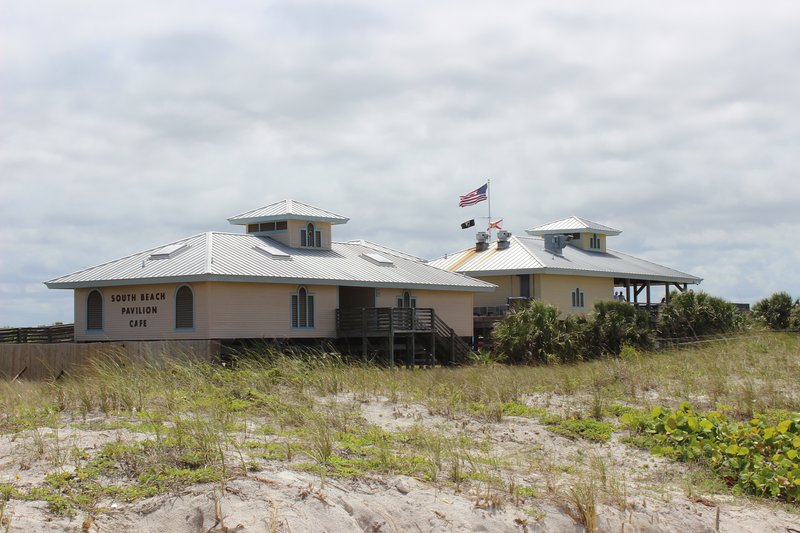 Complete with a cafe and first class facilities at Honeymoon Island Beach.