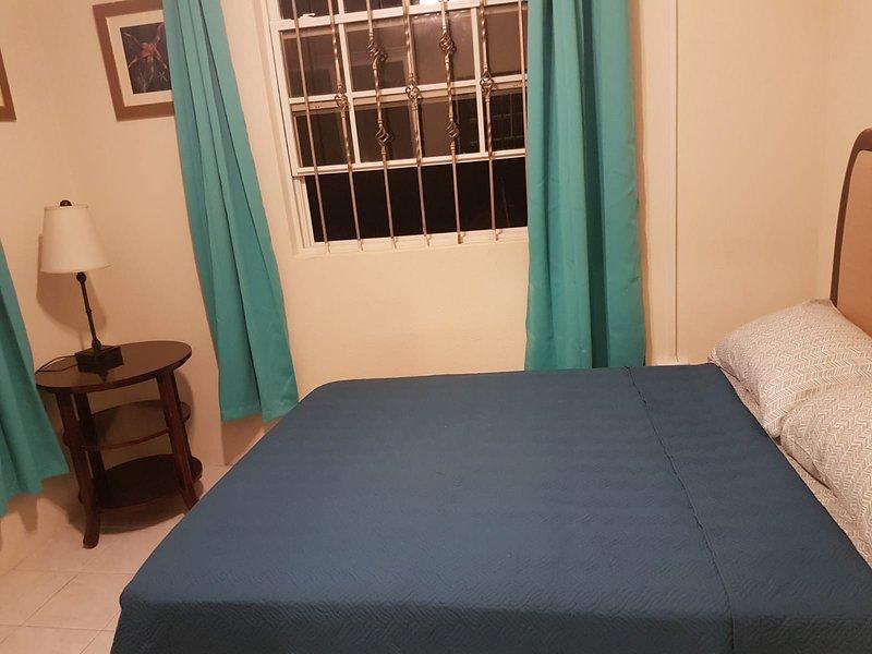 Dover beach/St. Lawrence Gap 3bedrooms Apartment, alquiler de vacaciones en Dover