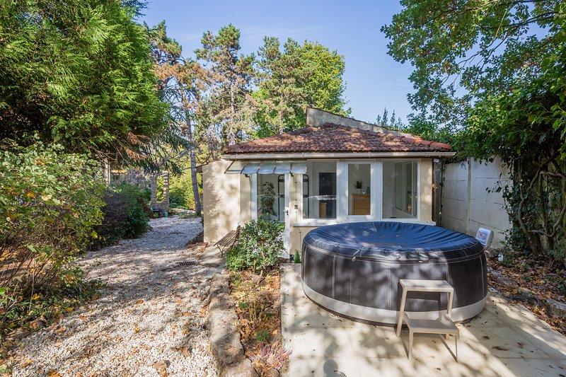 Maison avec jardin et jacuzzi proche Polytechnique, vacation rental in Saint-Germain-les-Arpajon