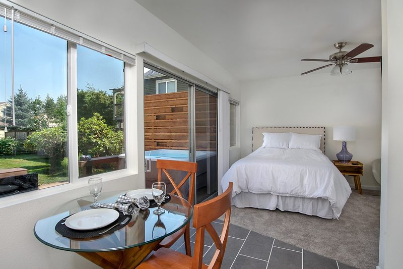 Mother in Law Suite Downtown Completely Private with Hottub, alquiler vacacional en Fall City