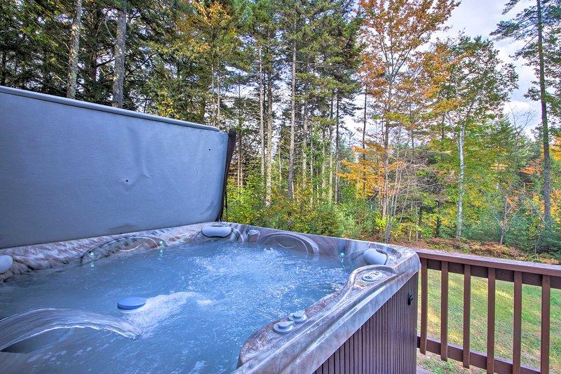 Geniet van je pijnlijke ski-benen in de privé 7-persoons hot tub van het huis!