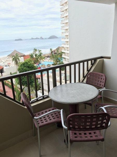 Tesoro 522 Beach Resort Condo 2BR 2BA Ocean View, alquiler de vacaciones en Ixtapa/Zihuatanejo