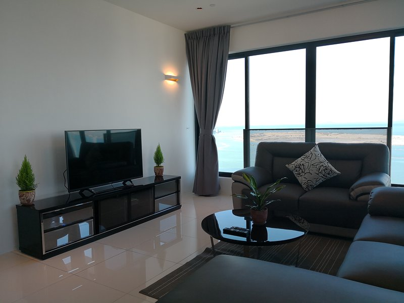 2BR Seaview Suite Sunrise Gurney, holiday rental in George Town