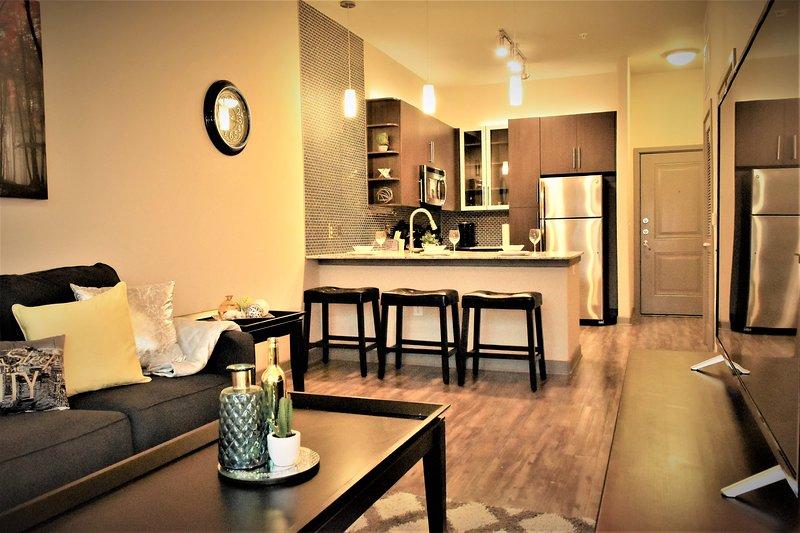 ★★★Brand New Downtown view Apt+free parking+pool, location de vacances à Dallas
