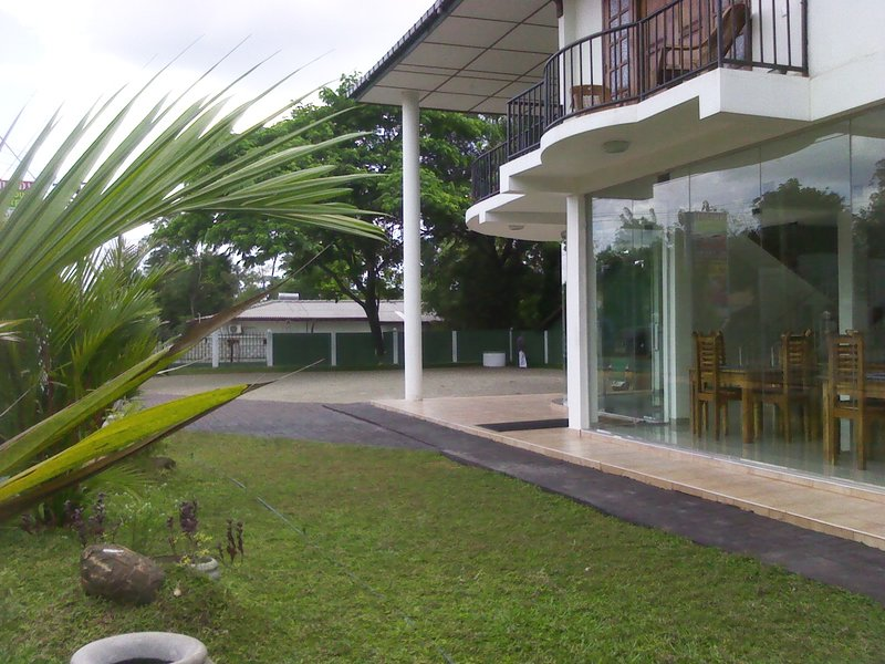 Mahinda Hotel And Guest House, holiday rental in Kekirawa