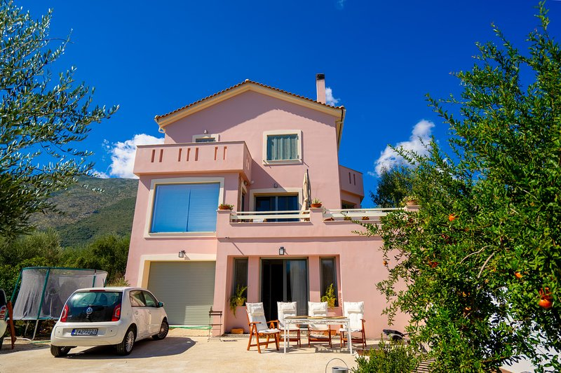 Villa Rodi-3 bedroom holiday home, holiday rental in Kampi