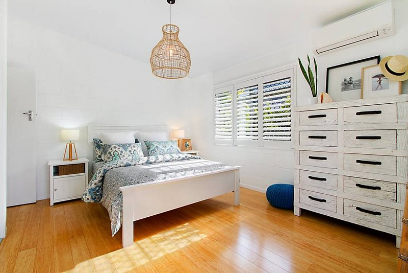 Miami Beachside Family Holiday Home, vacation rental in Tallebudgera
