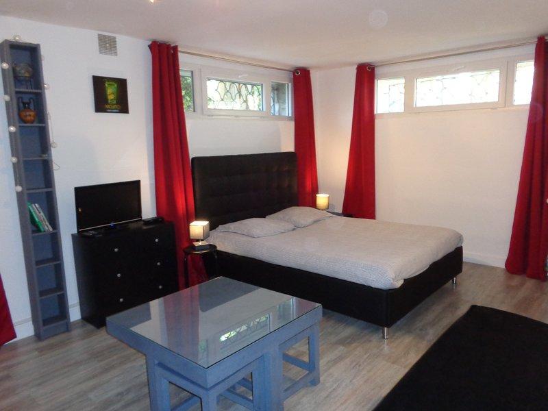 Le petit Guéretois - studio dans maison d'habitation, vacation rental in Janaillat