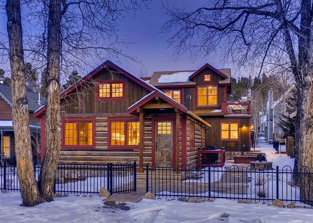 Downtown Location with modern finishes, views outdoor hot tub & gas fire pit, holiday rental in Breckenridge