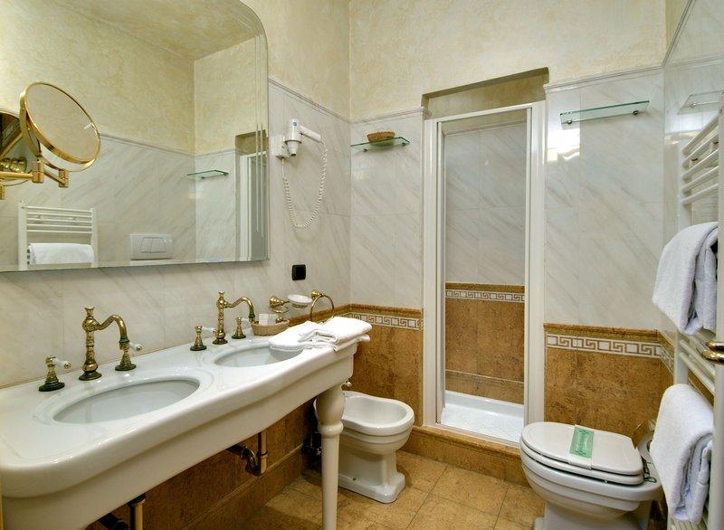 Suie Bathroom