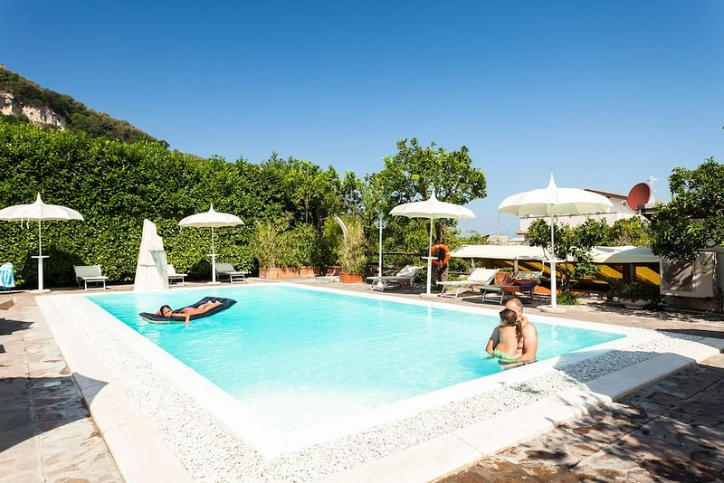 Sorrento centre & swimming pool 3, holiday rental in Sorrento