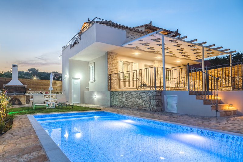 Villa Provenza - 2 Bedroom Villa with Private Swimming Pool, holiday rental in Kampi