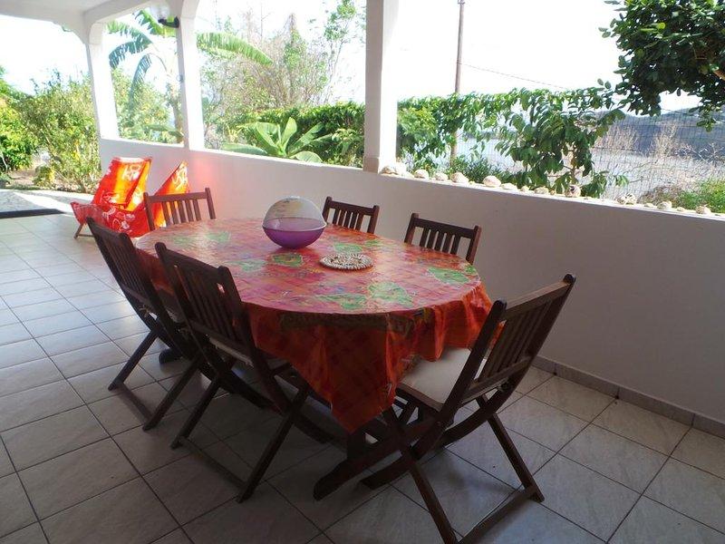 Nice house with sea view & terrace, casa vacanza a Marigot