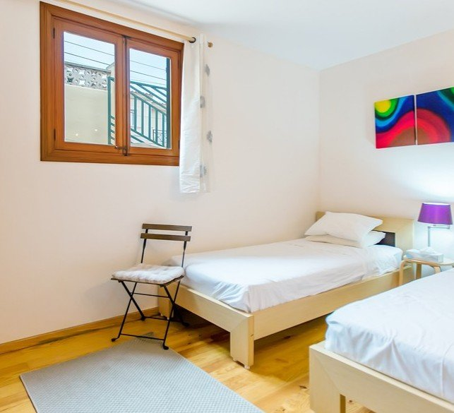 twin bedroom with air conditioning