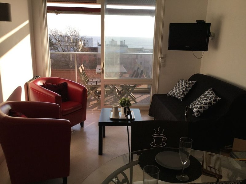 Appartement T2 pontaillac vue mer avec piscine, holiday rental in Royan