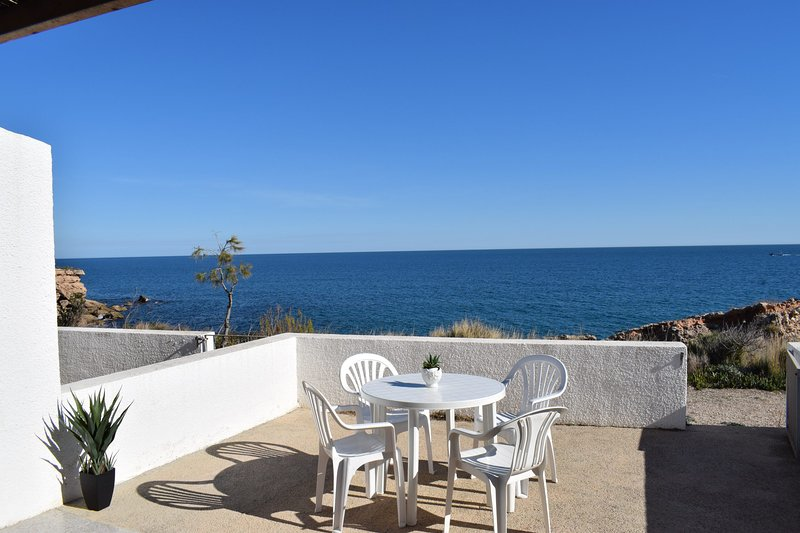 Bungalow Sol Naixent frente al mar 4/6 pax, holiday rental in L'Ametlla de Mar
