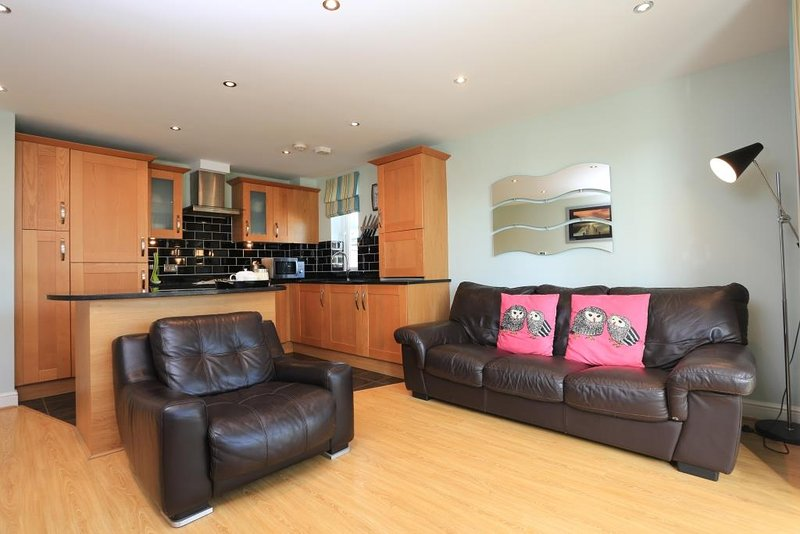 BOURNECOAST: PROPERTY CLOSE TO THE CLIFFTOPS - FM2872, holiday rental in Bournemouth