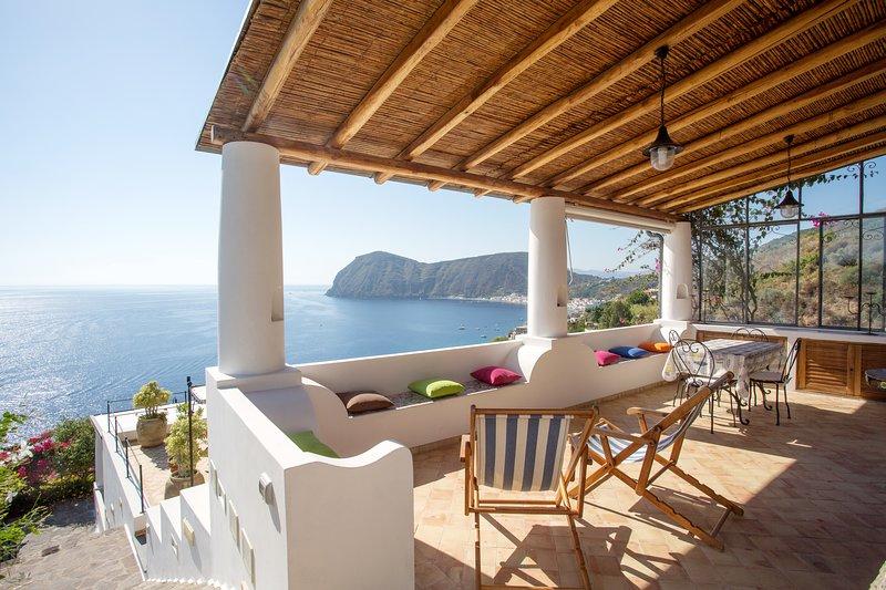 Amazing house with sea view & Wifi, location de vacances à Quattropani