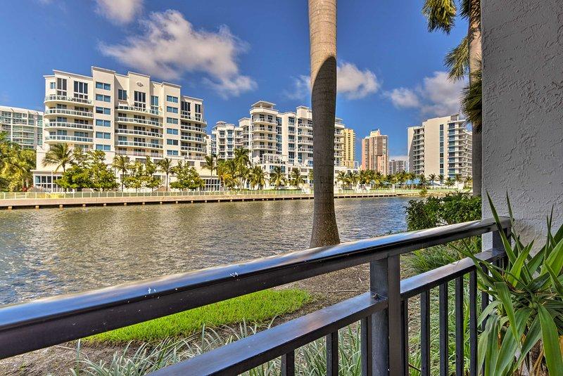 Waterfront Aventura Condo - Sunny Isles Beach 3 Mi, holiday rental in North Miami Beach