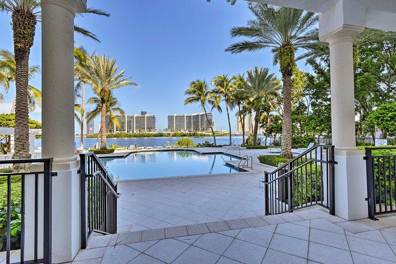 Fino a 6 ospiti possono godere di servizi di lusso durante il loro soggiorno come questa piscina.