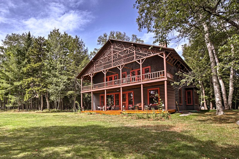Restored Historic Lakefront Home w/Panoramic Views, holiday rental in Tupper Lake