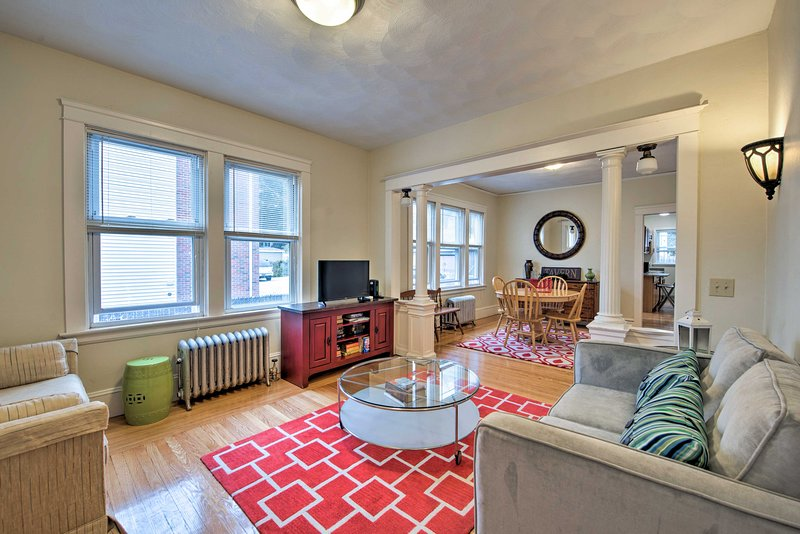 Newly Renovated Apt 1 Mi from Downtown Providence!, vacation rental in Warwick