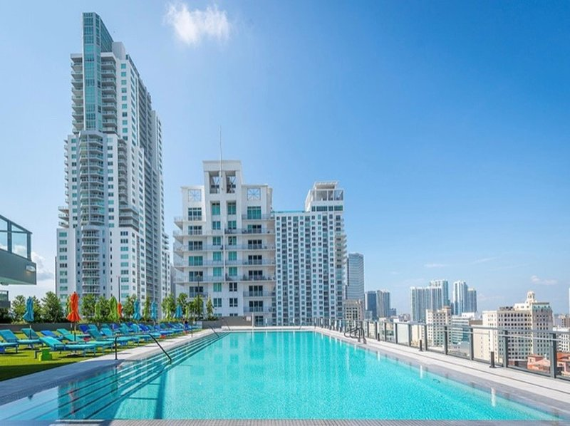 Modern 2 Bedroom 2 Bath with Amazing Views and Pool, holiday rental in Miami