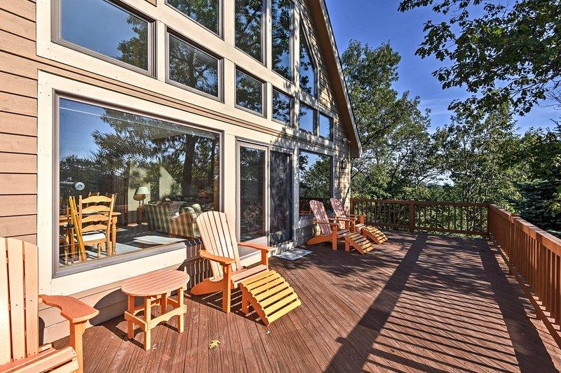 Situado em Tannersville, esta casa de 3 quartos e 3 banheiros fica a poucos passos do Camelback Resort!
