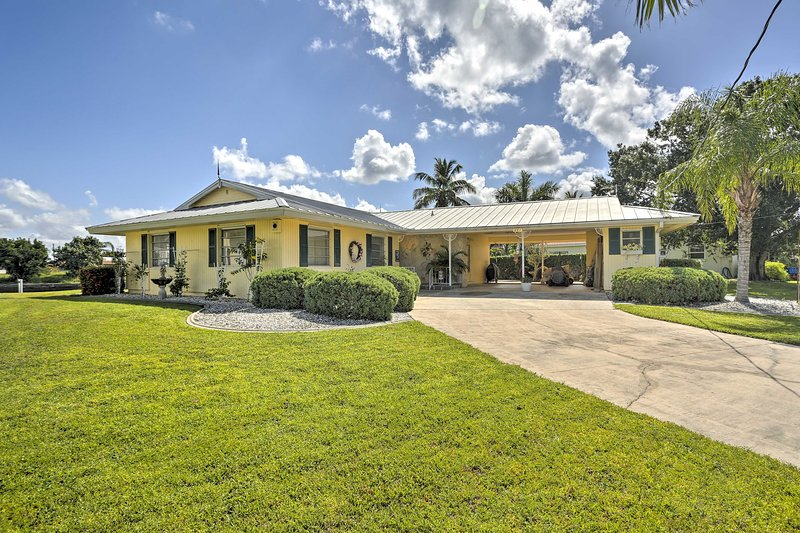 Situated on the water in Port Charlotte, this home for 6 boasts 1,500 sq ft.