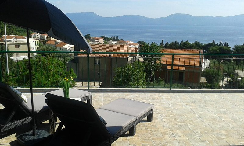 Gradac Apartment Sleeps 4 with Air Con - 5471742, holiday rental in Otric-Seoci
