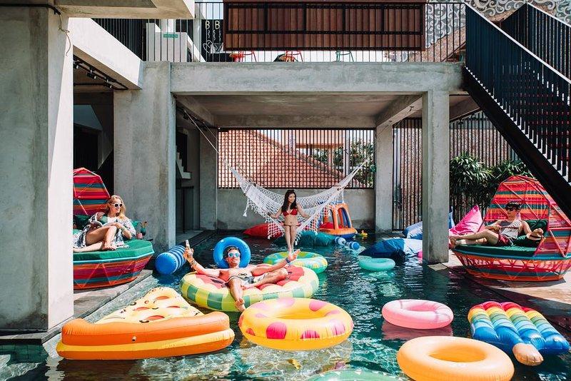 1 Unit The Camper Hotel Walk to Kuta Beach, vacation rental in Tuban